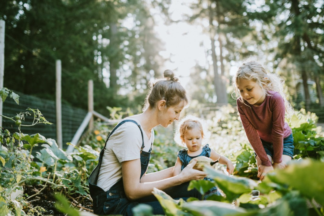 unique gifts for families who garden