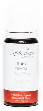 """Ulei Esential Organic Ruby Crystal cu Ulei de Ylang Ylang  Ulei Esential Organicspecial realizat din ingrediente 100% naturale.Uleiurile pentru aromaterapie , cu diverse arome divine, creeaza o atmosfera speciala atat acasa cat si la birou. Uleiul Esential Organiccu cristale de rubin si cu ulei de Ylang Ylang contine cristale de rubin, ulei de Ylang Ylang, piper negru, ulei de lemn de trandafir si uleiuri de patchouli 100% naturalpentru o inradacinare cu pamantul si un miros cat mai profund. Salvia si bergamota ne amintesc ca pamantul este furnizorul nostru de indicii si deasemenea sporesc sentimentul de siguranta. Uleiul de Ylang Ylang calmeaza corpul si sufletul, in timp ce cristalele de rubin sunt protectia care este folosita pentru a primi curaj, entuziasm si siguranta. Chakra Radacina este legata de instinct, securitate, supravietuire si deasemenea de potentialitate umana. Aceasta Chakra este localizata in zona perinala si reprezinta baza intregului sistem de chakre. Guverneaza sexualitatea, mental guverneaza stabilitatea, emotional guverneaza senzualitatea, si spiritual guverneaza un simt al securitatii.  Afirmatiile pozitive de pe fiecare ambalaj, sunt menite sa ajute in schimbarea credintelor adanc inradacinate in constiinta umana din negativ in pozitiv. ( Exemplu: schimbi din """"Nu sunt suficient de bun"""" in """"Sunt propriul meu Creator Puternic"""". Cu putin efort si practica, gandul negativ se poate transforma in gand pozitiv sau intr-o noua credinta pozitiva. Noi consideram ca ceea ce gandim creeaza realitatea si este foarte important sa avem grija sa schimbam gandirea negativa in credinte pozitiva."""