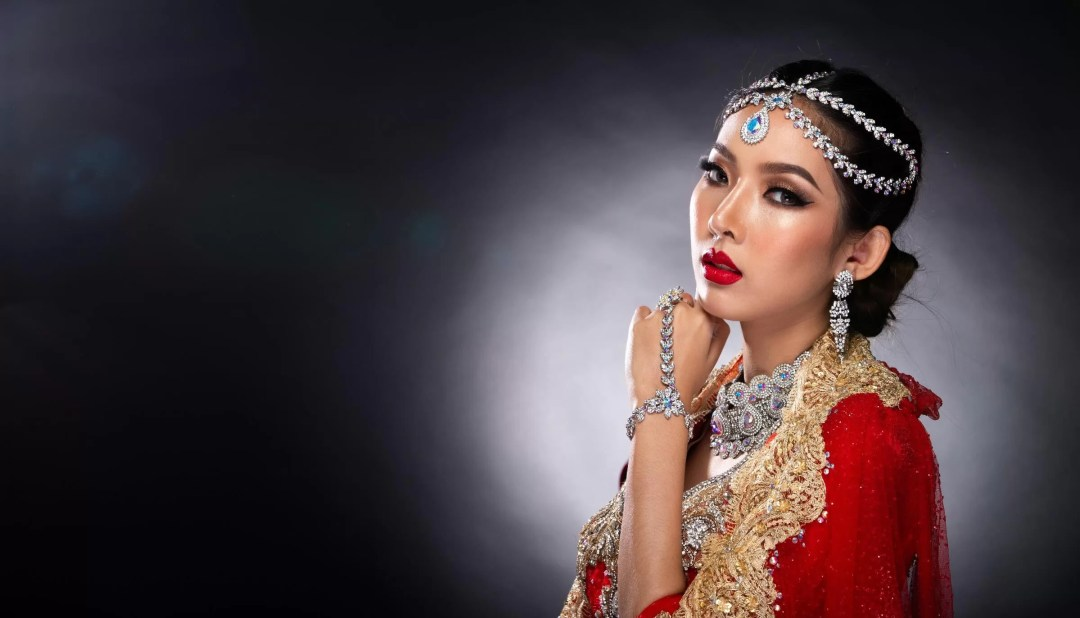 All-time favorite red for the Indian bridal makeup look