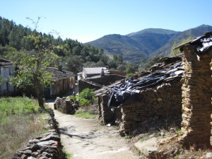 Alquería de La Horcajada, que fuera todo un ejemplo de arquitectura tradicional;hoy medio arruinada (Foto: TERRANATUR)