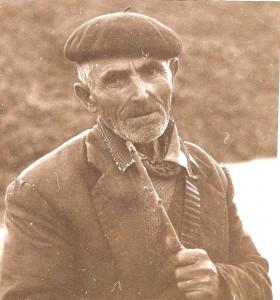 Tío Domingo Sendín Bartol, padre de Tío Julián Sendín, de Vegas de Coria, en ropa de pastoreo hace ya muchas lunas (Archivos de Juan Carlos Sendín Sánchez)
