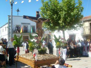 Parada procesional en Plaza Mayor, para echar loas y versos, en una pasada edición (Foto: Juan María Hernández Martín)