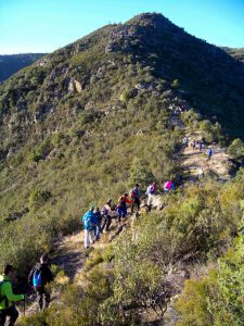 """Trepando por los """"cotórruh"""" y """"lómbuh"""" (cerros y serrejones) de """"El Valli del Ehperabán"""" (Foto: Óscar Campos)"""