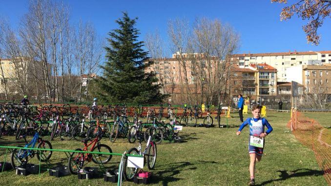 El futuro del triatlón extremeño se exhibe en Plasencia