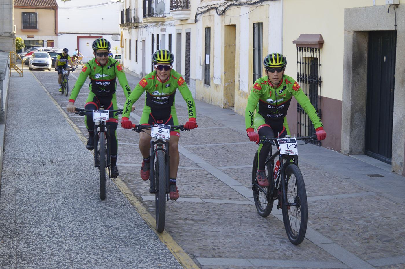 Los tres corredores del Extremadura-Ecopilas que participan en Mediterranean Epic by Gaes, Pedro Romero, Dani Carreño y Manu Cordero.
