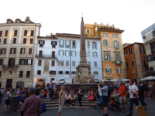 Frente al Pantheon