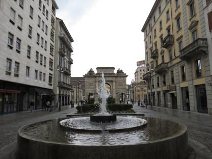 Corso Como y la Puera Garibaldi - por aca se llega a la zona moderna