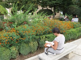 Pintando en los jardines de la Alhambra