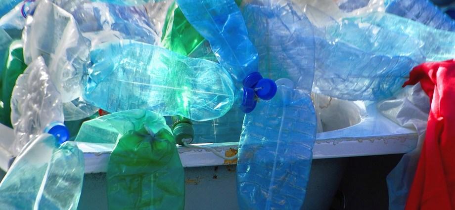 Recyclen bedukt en gekleurd plastic