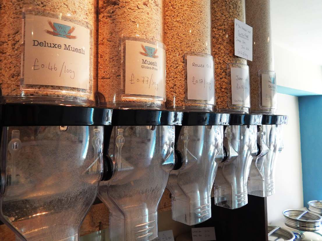 Gravity dispensers containing muesli and breakfast cereals