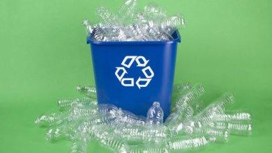 Foto de Etapas do processo de reciclagem do plástico
