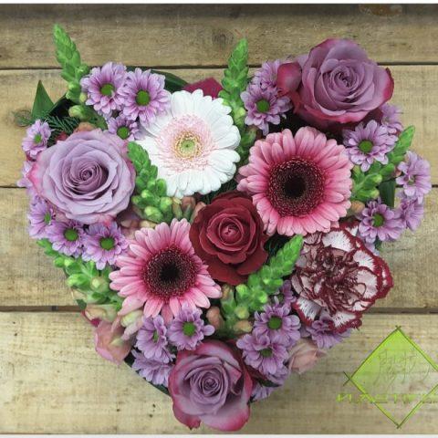 Coeur en fleurs réalisé par ©Plastiflor