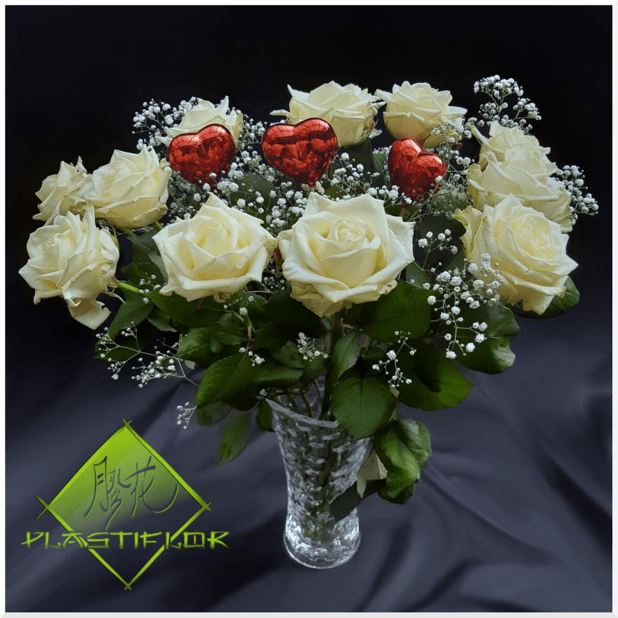 Bouquet Roses variées et coeurs ©Plastiflor