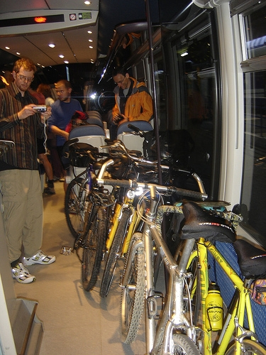07-11-bicicletas-en-trenes-muchas.jpg