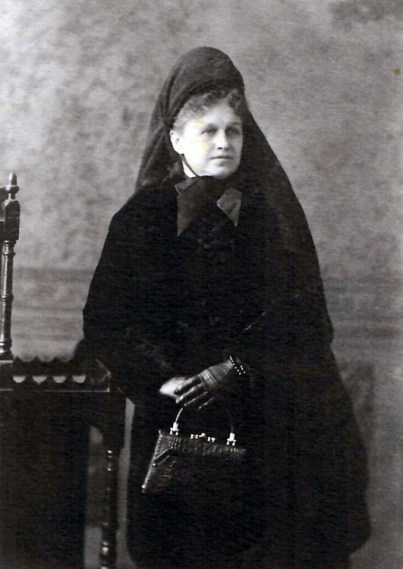 Photo of Mary Lapham 1907 by C. M. Hayes in black dress