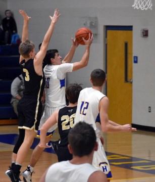 Highlands.Hayesville.basketball.V.boys (9)