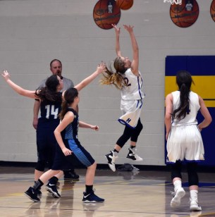 Highlands.Nantahala.basketball.V.girls (1)