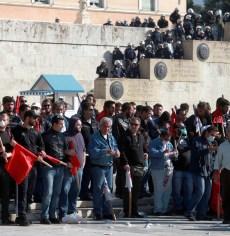 Πέραμα: Δολοφονική επίθεση χρυσαυγιτών με λοστούς εναντίον μελών του ΚΚΕ που έκαναν αφισοκόλληση -ΨΗΦΙΣΜΑ της Α.Σ.Λ. : ΠΟΤΕ ΞΑΝΑ ΦΑΣΙΣΜΟΣ !