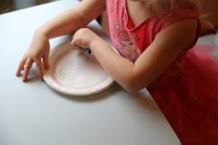 Child coloring plate