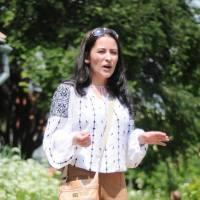 Ada Țeicu, surprinsă de Firicel Photograpy când povesteam cu drag despre PlatFerma, la Petrecere câmpenească în Brașov - Adoptă un țăran.