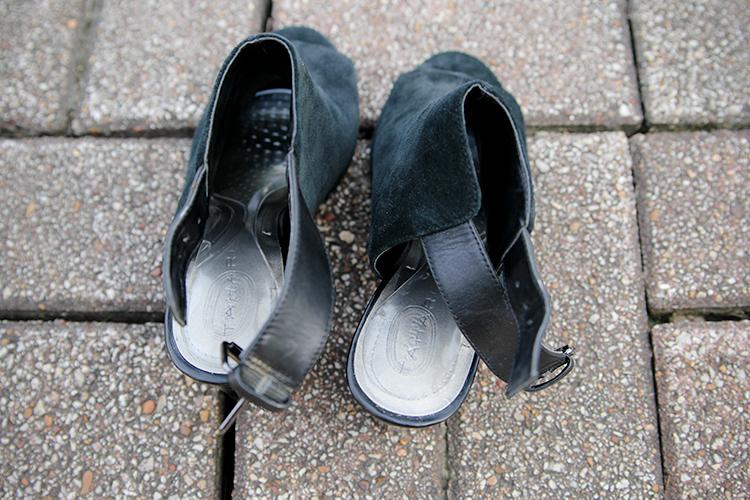 Amopé Gel Activ Insoles in my suede peep toe heels