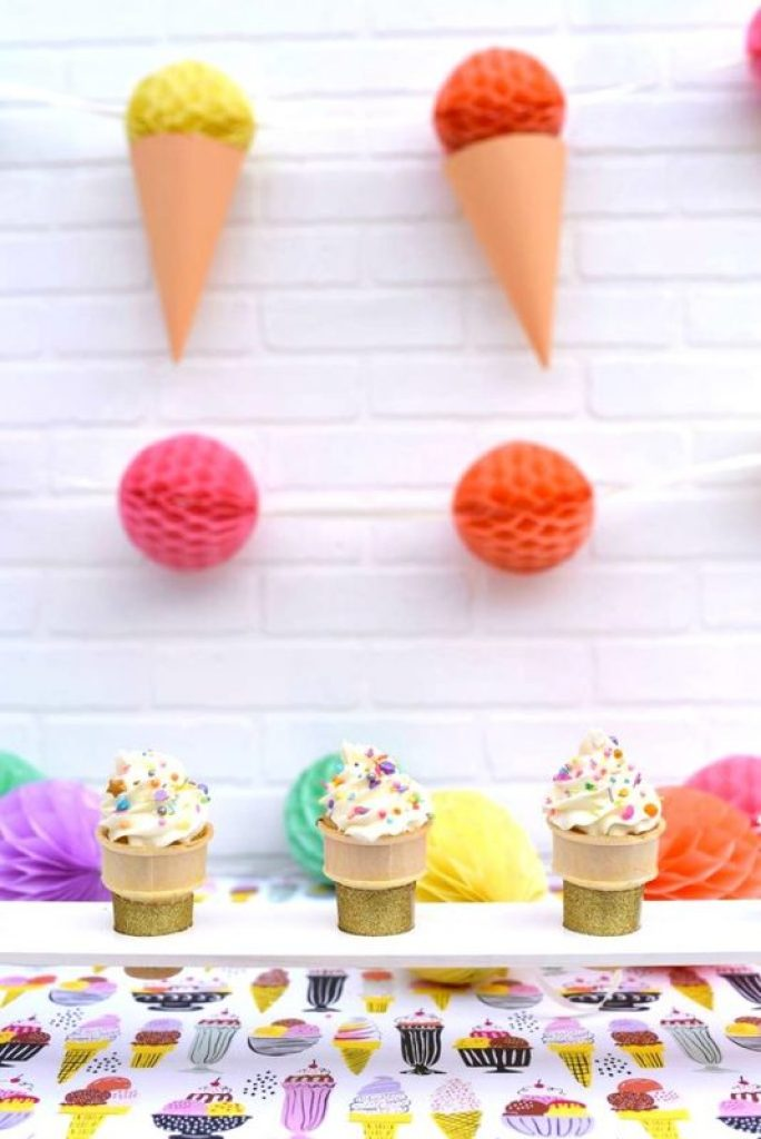 DIY ice cream cone holder from wood for an ice cream party