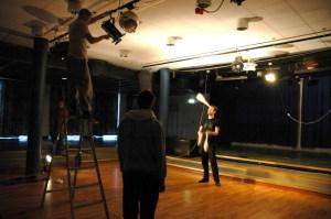 Laborationer med scenljus för jonglörer