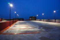 Ljusdesign av parkeringshus med LED-armaturer.