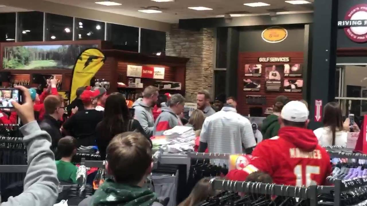 Landmark Live! kansas city chiefs wide receiver mecole hardman arriving at dick s sporting goods at zona rosa for an autograph session tonight thumbnail.jpg