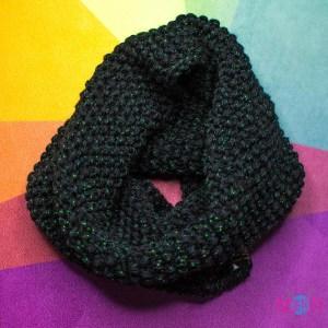 Чёрный с зелёным люрексом вязаный снуд