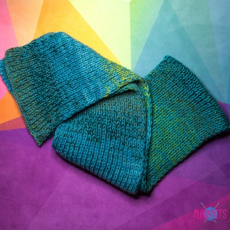 Изумрудно-зелёный вязаный шарф
