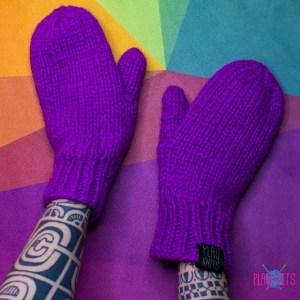 Фиолетовые мужские вязаные варежки ручной работы