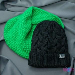 Зелёно-черный вязаный комплект шапка с косами и снуд