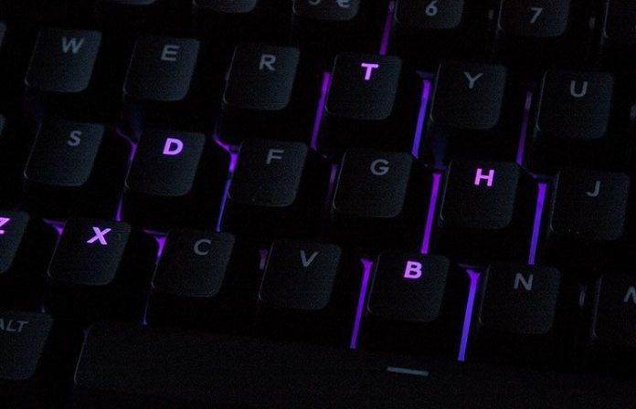 CM Storm QuickFire XTi Mechanical Keyboard Review 1