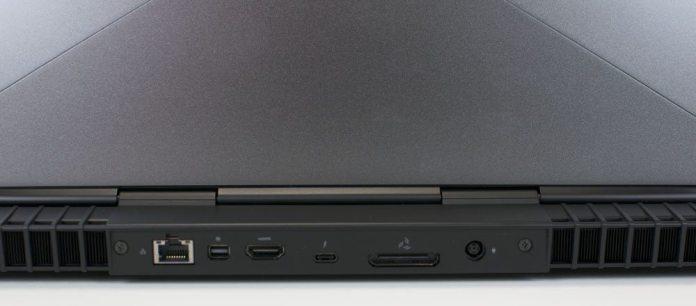 Alienware 15 R3 Laptop Review 7 (8)