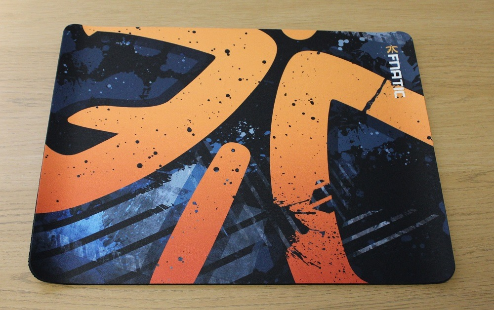 Fnatic Focus2 and Retro Asphalt Gaming Surfaces Review | Play3r