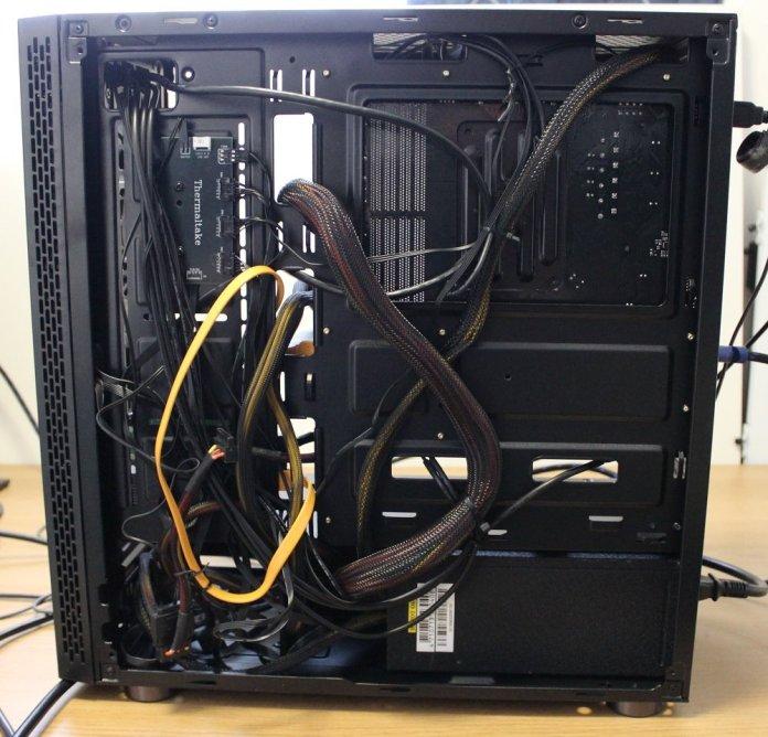 TT V200 TG RGB cable management