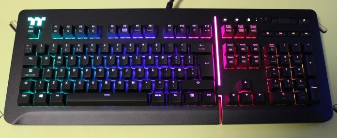 TT Level 20 Mechanical Keyboard powered on
