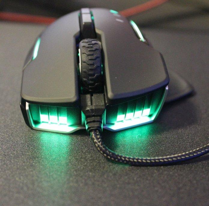 Corsair Glaive RGB Pro front LEDS