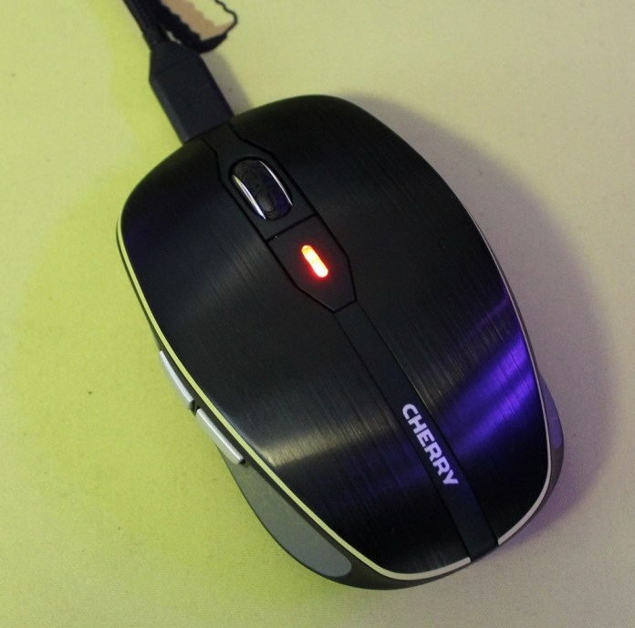 Cherry MW8 Advanced mouse plugged in