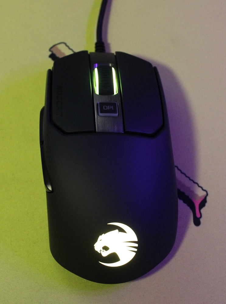 Roccat Kain 200 AIMO Wireless Mouse plugged in