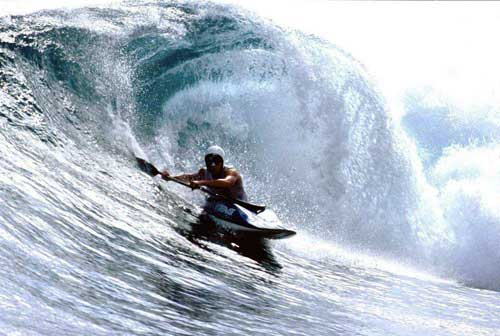 "//playak.com/images/interviews/rusty-sage-2006/rusty-sage-surf-indonesia.jpg"" porque contiene errores."