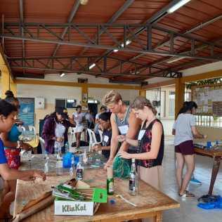 Instrumentenbasteln beim gemeinsamen Workshop in Playas (Frühjahr 2019)