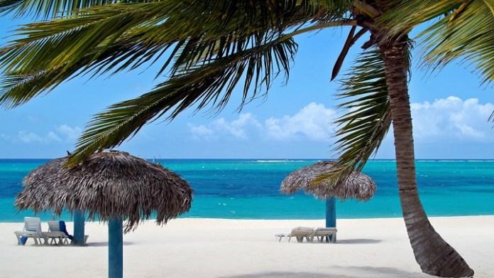 Resultado de imagen para playa de cuba Esmeralda