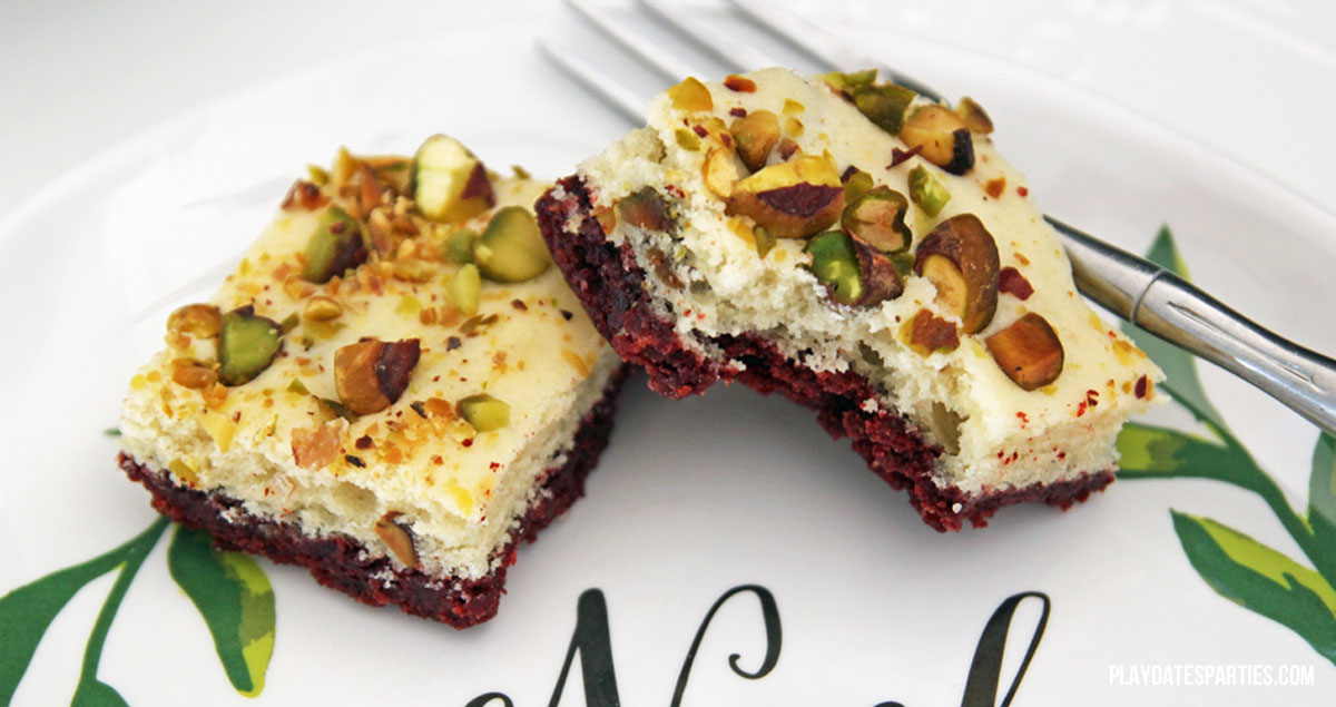 YUM! Ice cream, oreos, and pistachios come together in this amazing #dessert #recipe to create a colorful and flavorful #holiday treat: red velvet pistachio ice cream bread bars