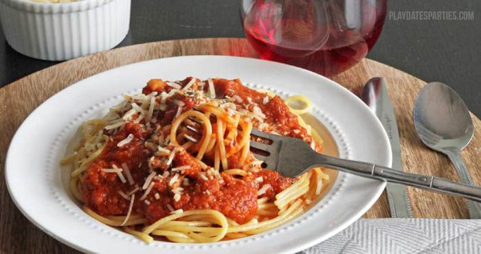 Never get stuck with dry pasta again! Try these six tips to stretch jarred pasta sauce to cover a pound of pasta and taste even better than out of the jar!