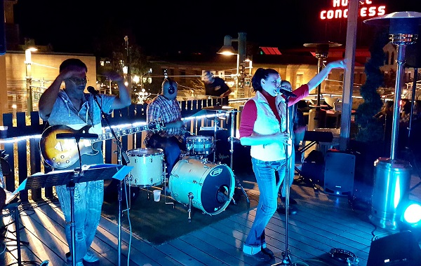 THE METROS LIVE ON THE ROOFTOP AT PLAYGROUND BAR & LOUNGE