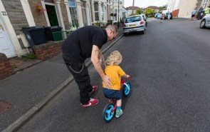 Helping child learn to cycle