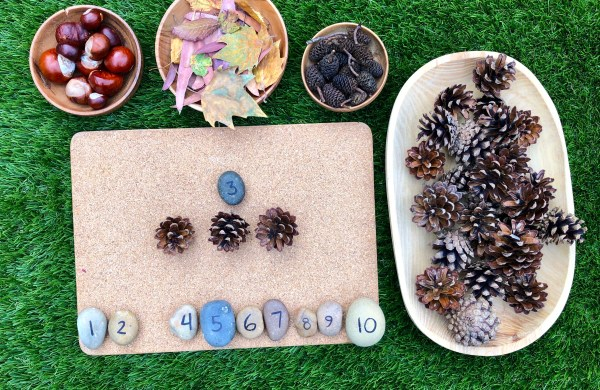 How to Teach Children to Count with autumn objects.