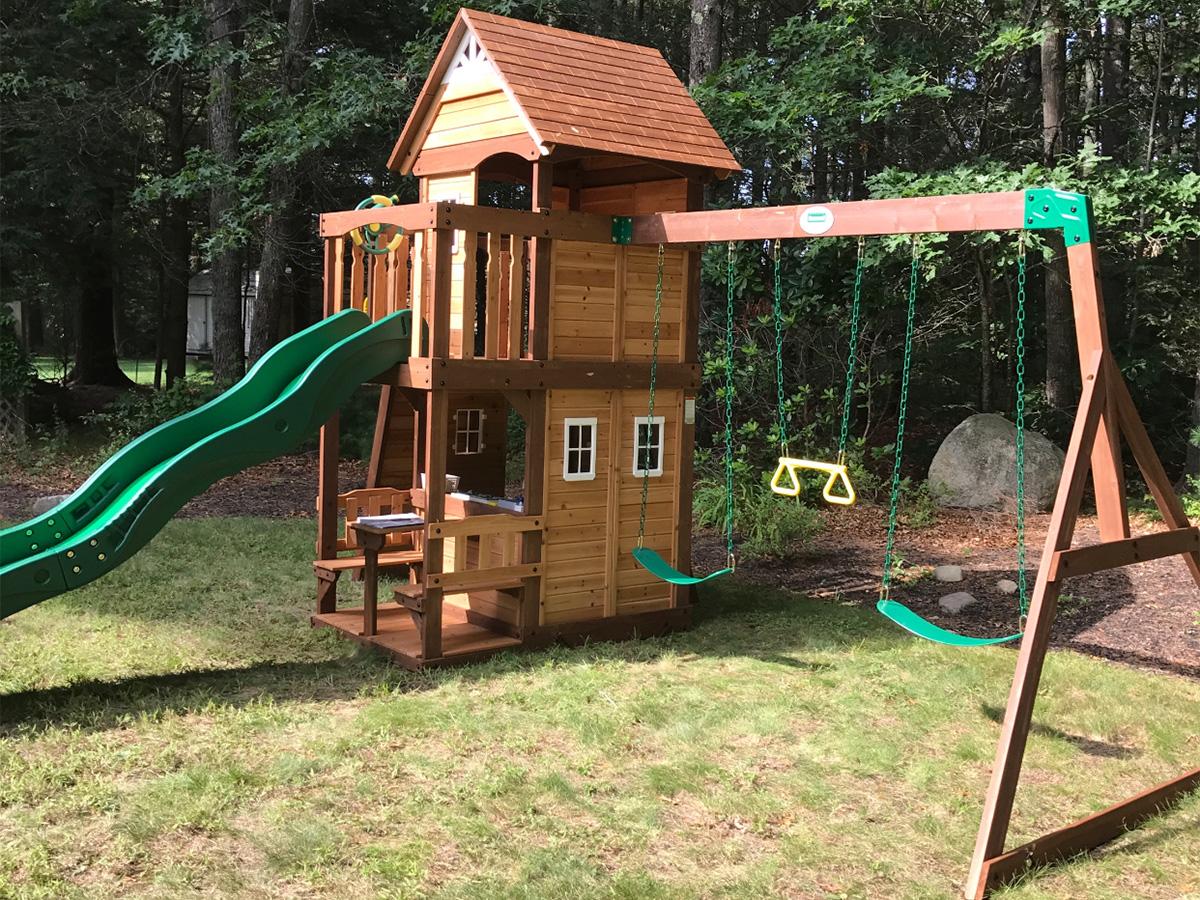 Backyard Discovery Mount Triumph Swing Set